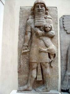 Representación de uno de los dioses sumerios. Cabe advertir los seis dedos en sus manos.