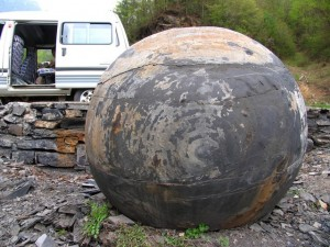 Enormes esferas perfectamente redondas, de varias toneladas algunas, por todo el mundo…Quien las hizo, y para que? 7-300x225