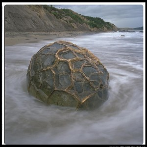 Enormes esferas perfectamente redondas, de varias toneladas algunas, por todo el mundo…Quien las hizo, y para que? 8-300x299